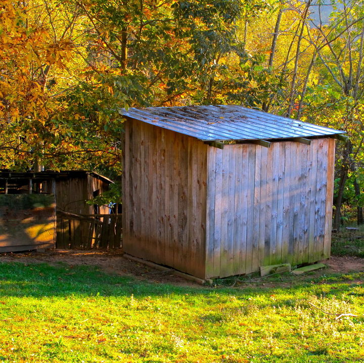 This is our 10'x10' goats barn. We framed it almost entirely out of recycled wooden pallets.