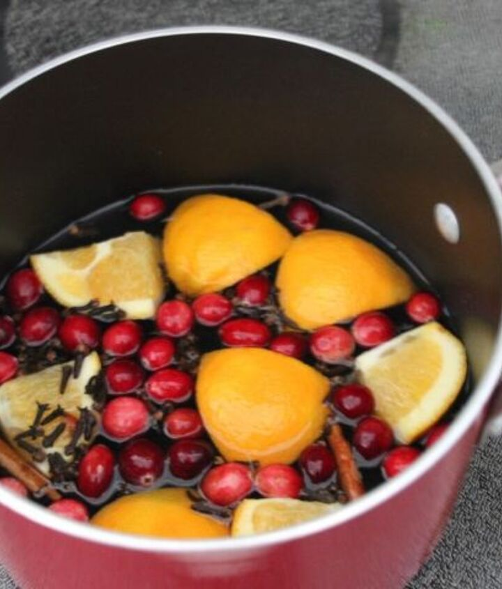 Cranberries, cinnamon, lemon and other holiday spices and natural ingredients make this a welcome way to add winter fragrances to your home. Great for families with allergies, or who are concerned with synthetic chemicals.