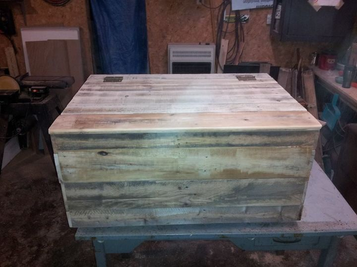 pallet lumber chest, painted furniture, pallet, repurposing upcycling, woodworking projects