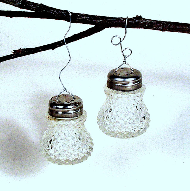 crystal ornaments made from vintage salt shakers, christmas decorations, repurposing upcycling, seasonal holiday decor, Optional for a neater look twist the wire together and trim the tail with wire cutters You can play with curves in the wire as shown above Or If you prefer simply hang with ribbon or string so easy takes only a few minutes