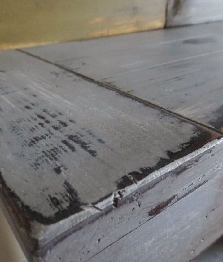 For a really chippy paint look see http://downtoearthstyle.blogspot.com/2012/01/salvaged-frame.html