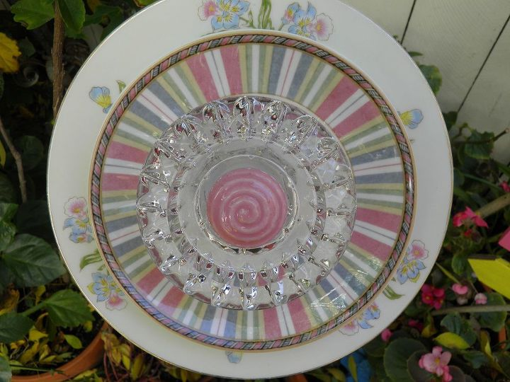 I love this precious pastel pink flower. I hope I can find some more of these plates.