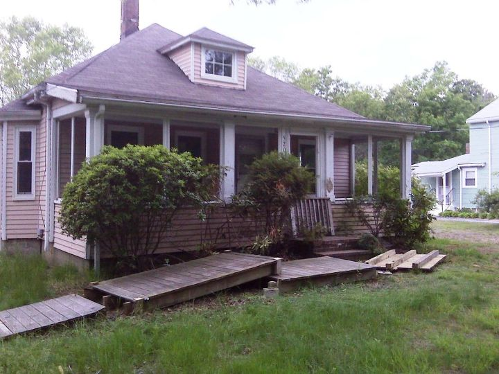 cottage bungalow re do, curb appeal, flooring, home improvement, kitchen design, Front of home the day it was purchased