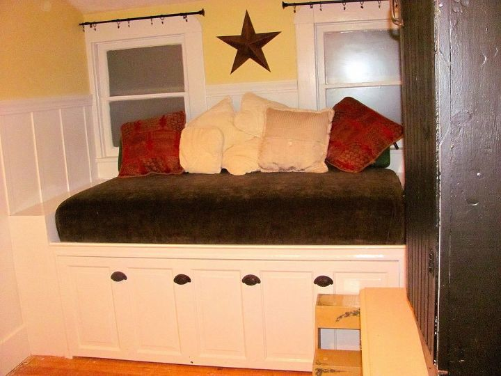 window seat daybed, diy, doors, home decor, painted furniture