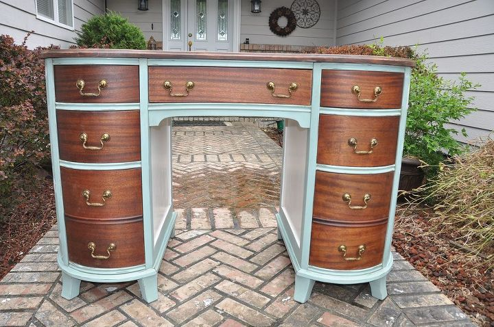 Look at those gorgeous mahogany drawers.