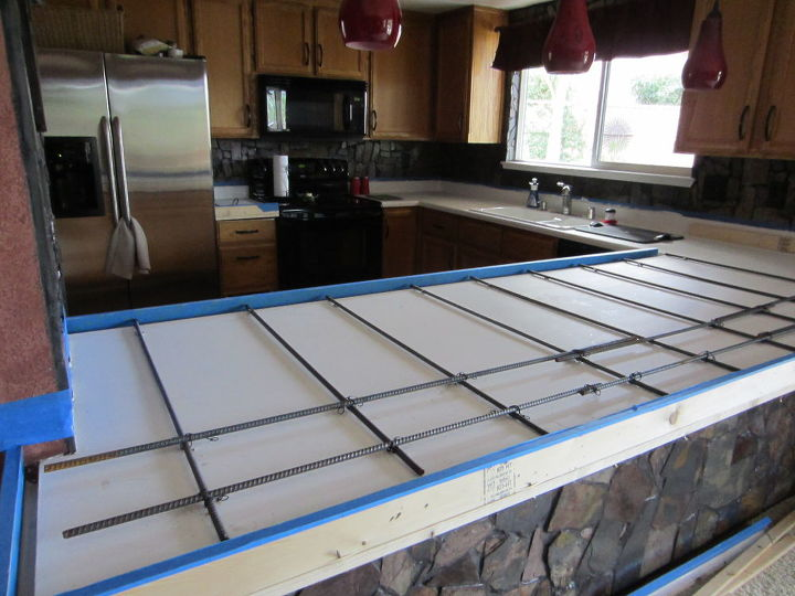 I put primer on the counter so the concrete would adhere and then added re~bar and wire mesh.