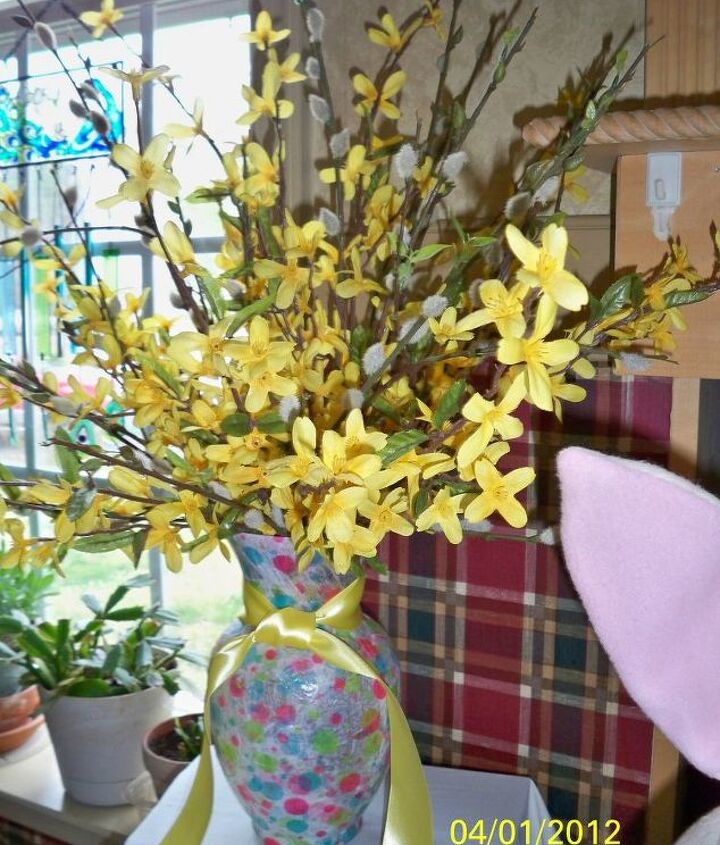 Nothing says spring has sprung like a pretty bouquet of forsythia & pussy willow!! Is it faux or mother nature at her best? Don't have vase that looks springy - decoupage tissue paper on one of the clear run-of-the-mill types we all have - add a coordinated ribbon.