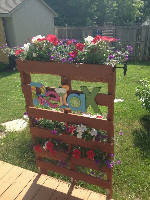 pallet privacy living wall, decks, diy, gardening, how to, pallet, repurposing upcycling