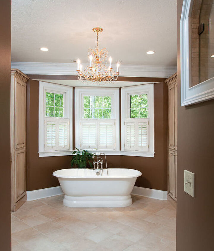 This is the view walking into this large master bath. The heated floor adds a nice feel during the winter months.