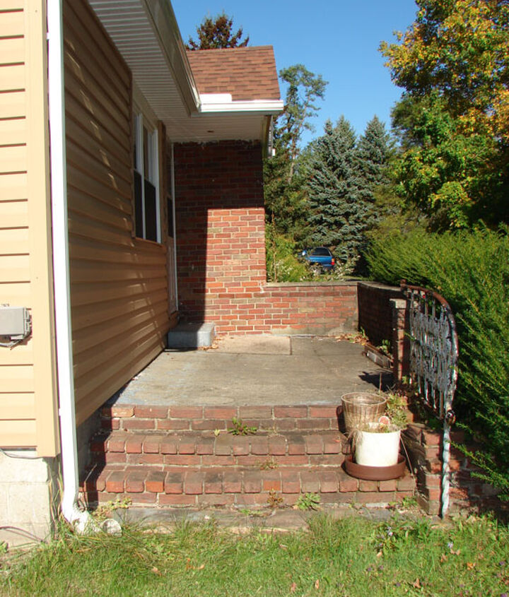 Old outdated worn down porch