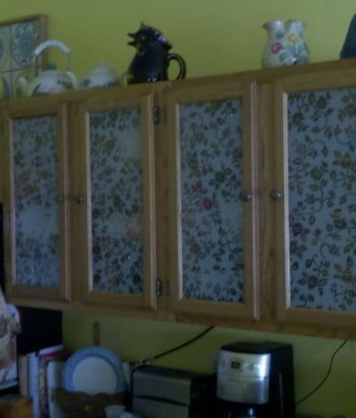 Etched glass look....Lasted only about a month...then went to picture frame style......