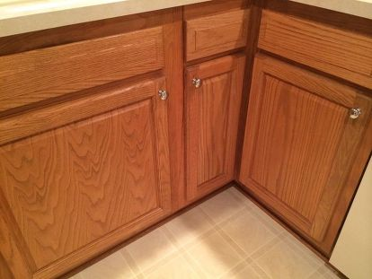 Oak Cabinets, What Color Laminate Flooring With Honey Oak Cabinets