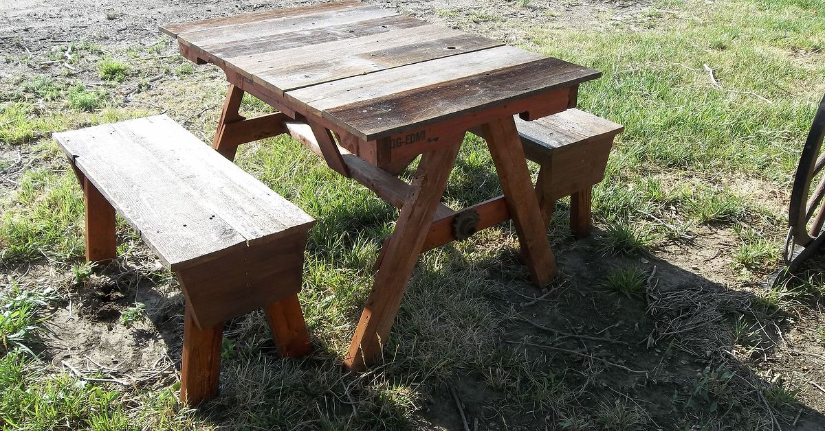 Child S Pallet And Recycled Cedar Fencing Picnic Table