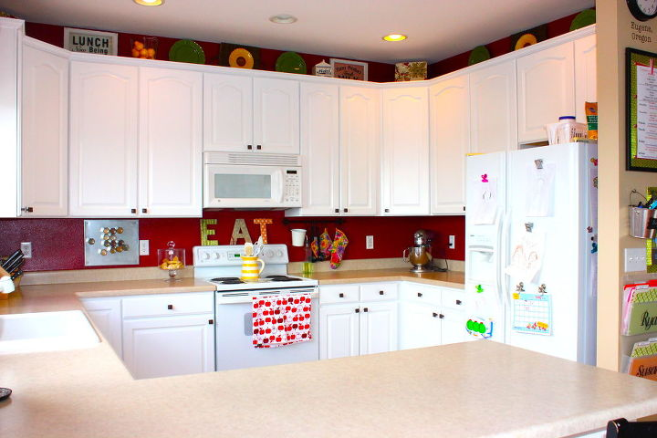 The newly white cabinets look so much brighter. They also make me want new appliances, counter and backsplash--One day! :)