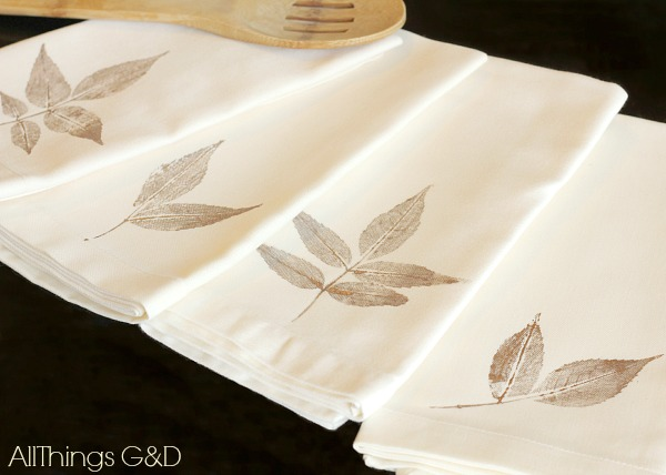 diy leaf stamped napkins, crafts, seasonal holiday decor