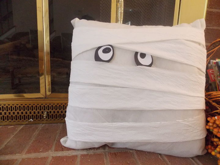 No Sew Easy Halloween Mummy Pillow