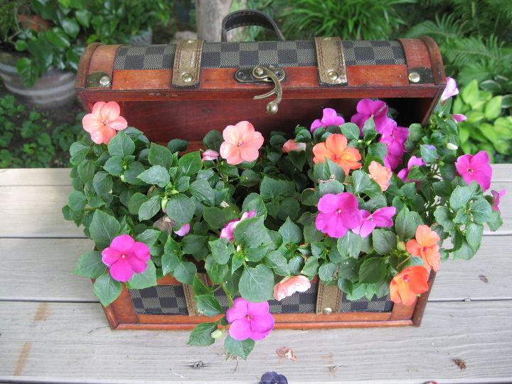 flower purse, flowers, gardening, repurposing upcycling, Flower purse