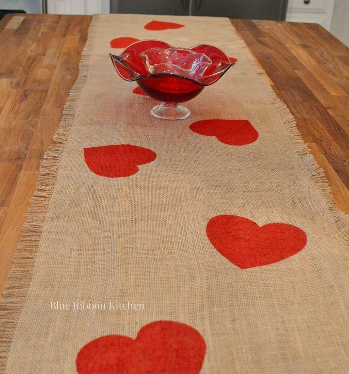 A valentine table runner that 39 s all heart hometalk for Diy valentine table runner
