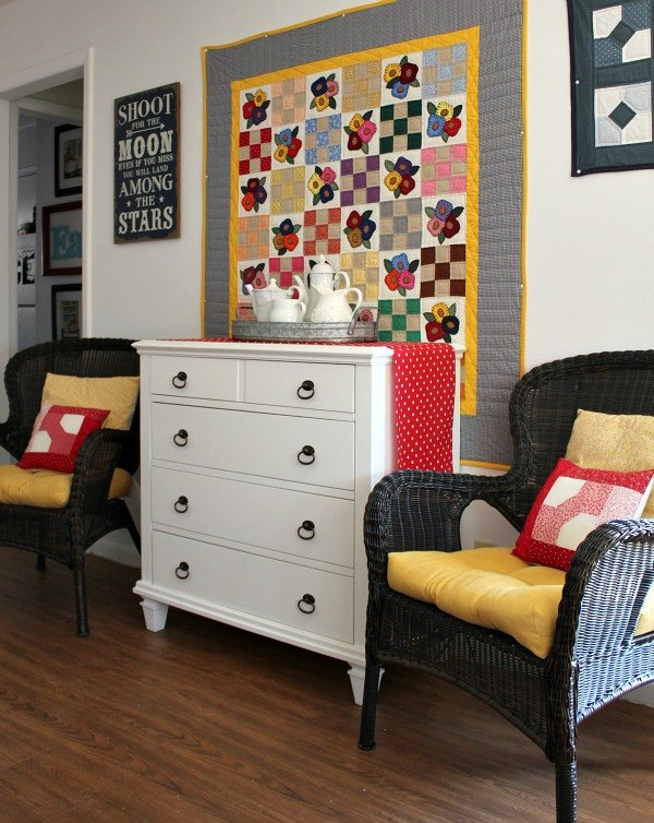 using quilts as wall art, repurposing upcycling, wall decor