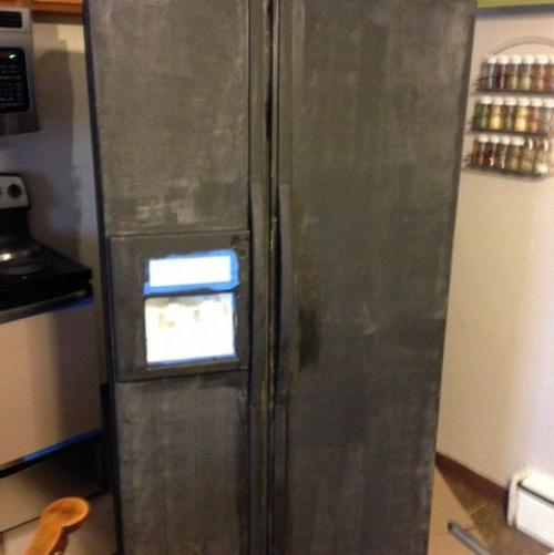 i painted my refrigerator with chalkboard paint, appliances, chalk paint, chalkboard paint, painting, 2 coats of magnetic primer allows you to still stick magnets to the fridge