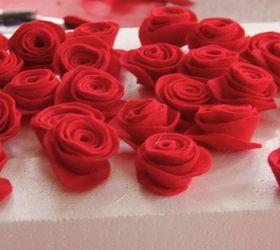 Felt Flower Valentine Wreath, Crafts, Flowers, Seasonal Holiday Decor,  Valentines Day Ideas
