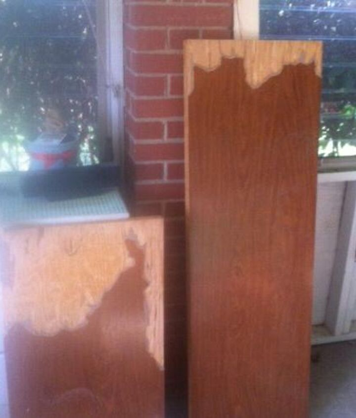 """The """"top"""" - laminate partially chipped off - revealing less than great quality below,"""