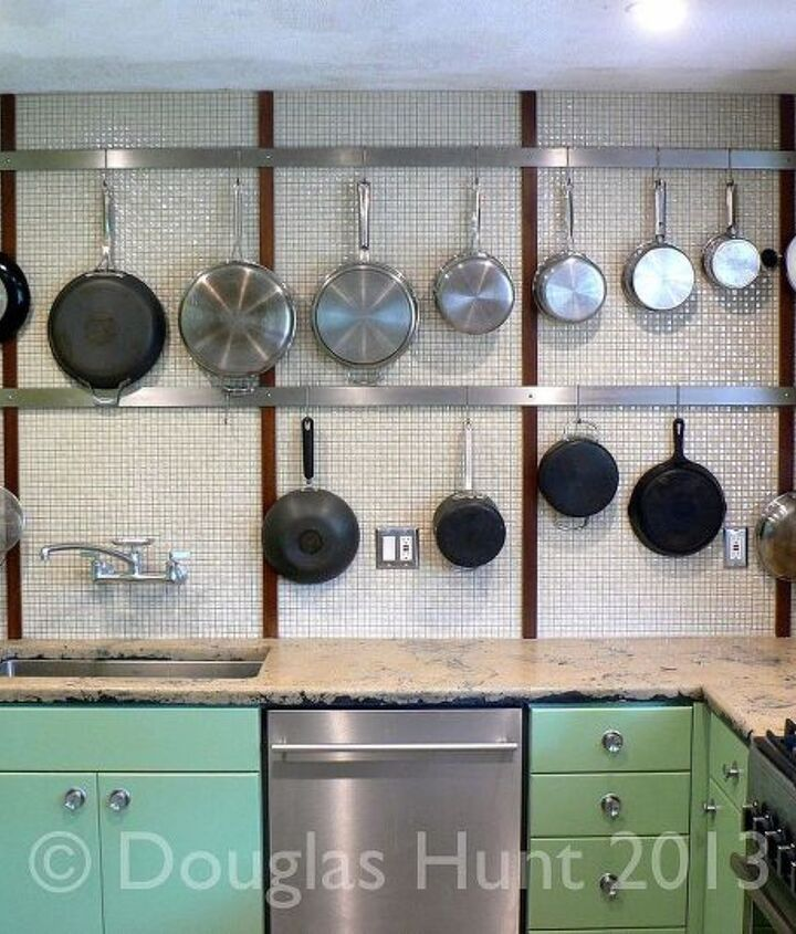 A midcentury kitchen for the 21st century...and someone who likes to cook.