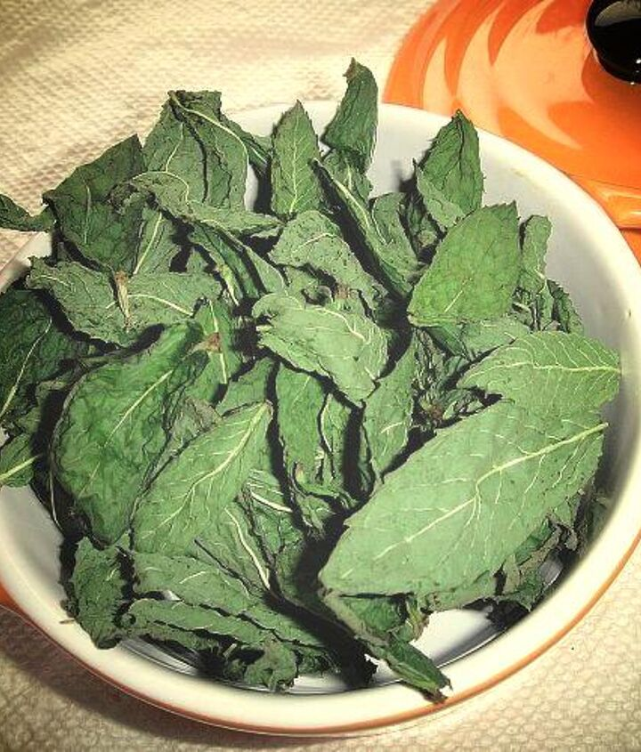 3. Microwave at 30 second intervals or until leaves are dry and crispy. Our usual drying time is 1 minute.