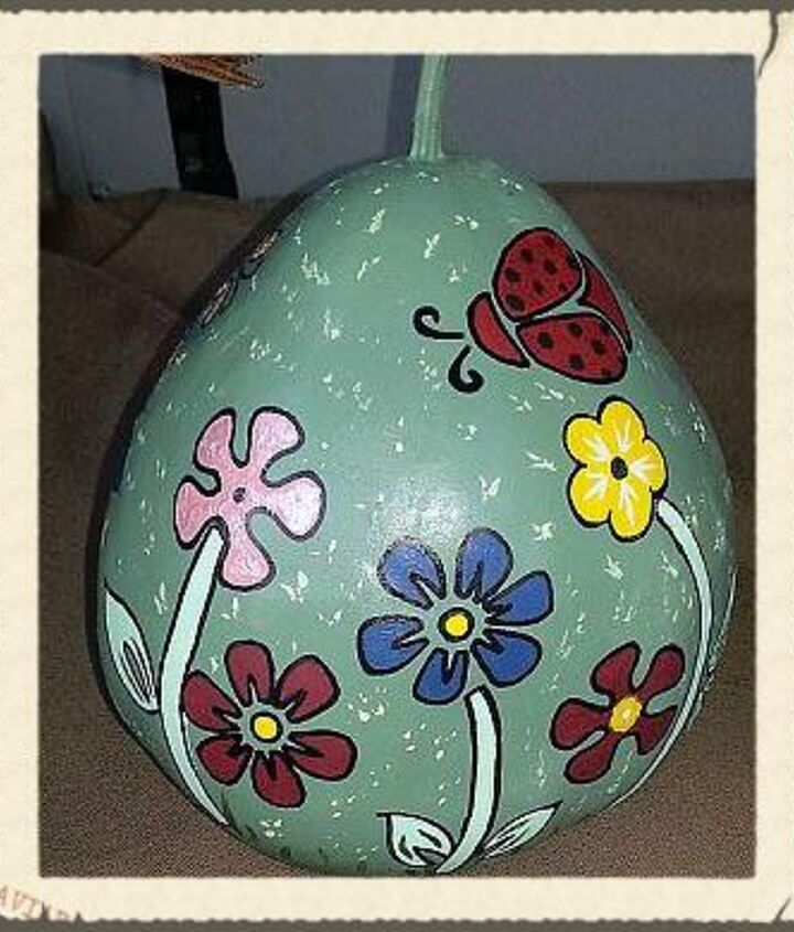 I hand painted the designs based on some stencils I had.  The stencils did NOT work on the rounded sides of the gourds!  lol  Then I outlined a lot of it with a Sharpie to give it clean lines and make it POP!