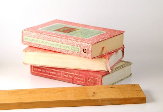 Greatest DIY Shelf From Faux Vintage Books | Hometalk IF09