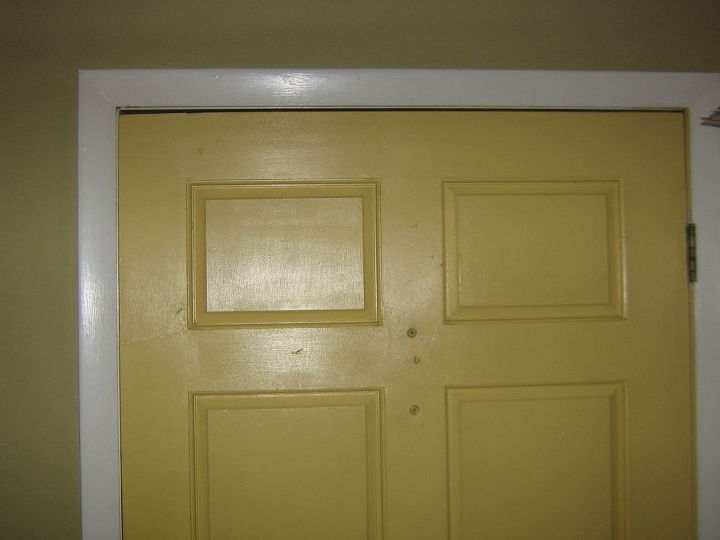 Top of closed door, hinged right. Notice gap at top