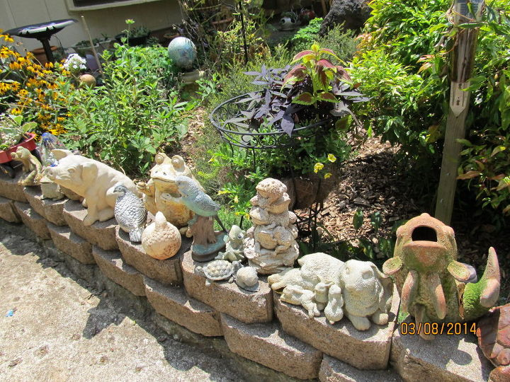 garden ideas totems art painting planters, concrete countertops, flowers, gardening, repurposing upcycling, succulents