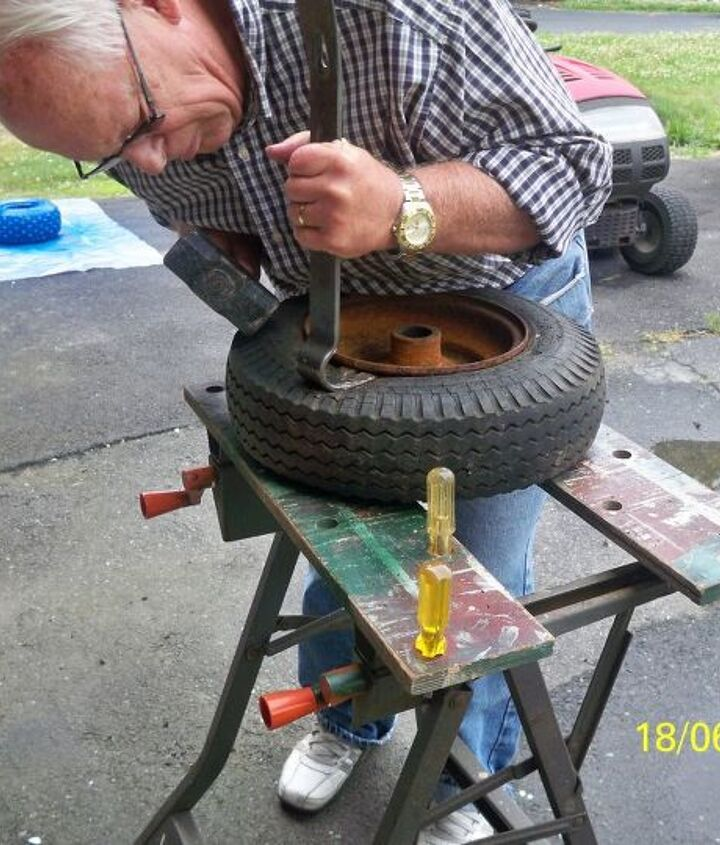 the leopart tire planter, gardening, repurposing upcycling, OK time for the big boy toys er tools Let s try a crowbar that oughta do it FINAL SCORE Rusty Rim 1 Hunny Tools 0 Time for Plan B
