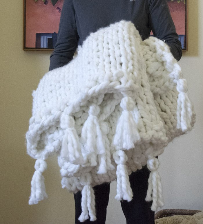 a thick cozy chunky diy blanket in one day, crafts