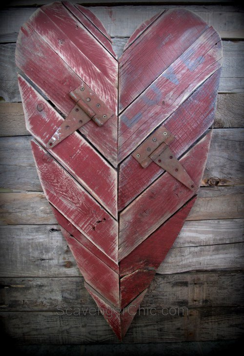easy pallet wood valentine s heart, pallet, seasonal holiday decor, valentines day ideas, woodworking projects