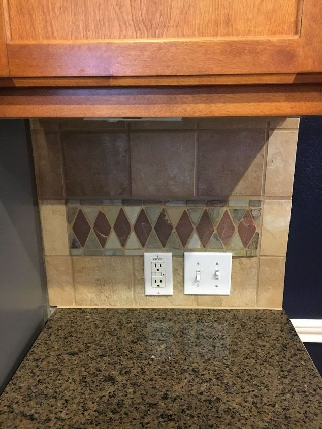 q i need ideas for painting this backsplash, interior home painting, kitchen backsplash, kitchen design, paint colors, painting, tiling, This is a more realistic view of the colors without the flash