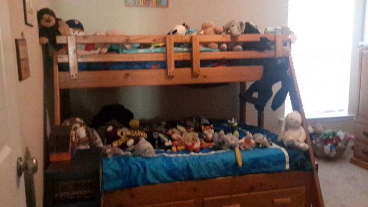 zoo stuffed animal storage side table organization 30dayflip, diy, organizing, painted furniture, storage ideas, woodworking projects