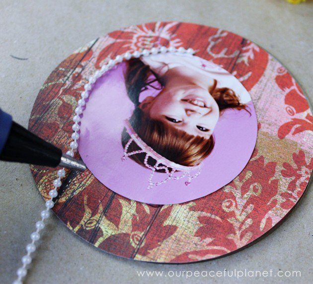 pretty photo stand from old cd dvd binder clips, crafts, repurposing upcycling