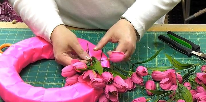 how to make a tulip wreath, crafts, flowers, how to, seasonal holiday decor, valentines day ideas, wreaths