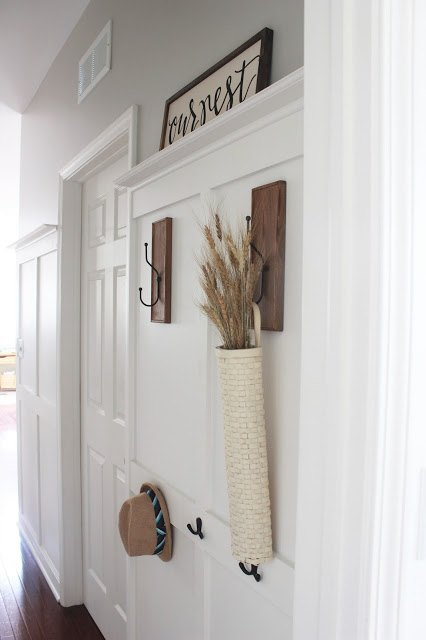 Foyer Art Zone : This entryway idea is low budget but it will make you