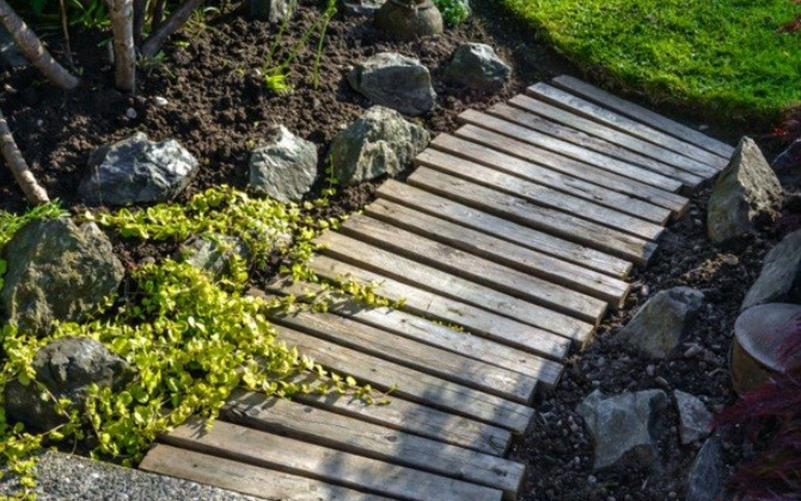 s 17 amazing garden features we ve been saving for summer, gardening, outdoor living, ponds water features, Her sweet simple pallet plank walkway