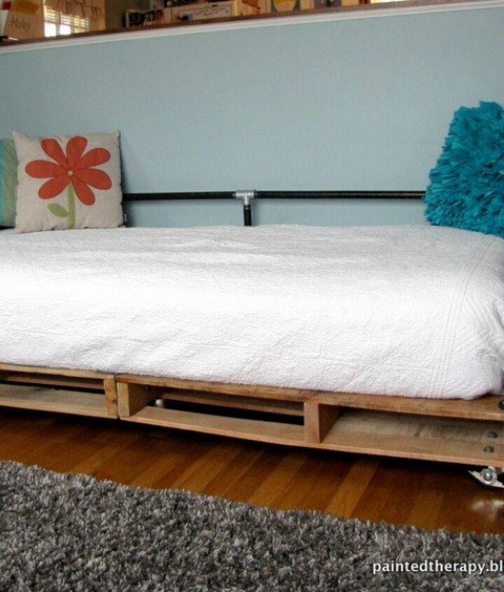 s 18 incredibly easy ways to use the entire pallet, pallet, Turn two into a cozy daybed