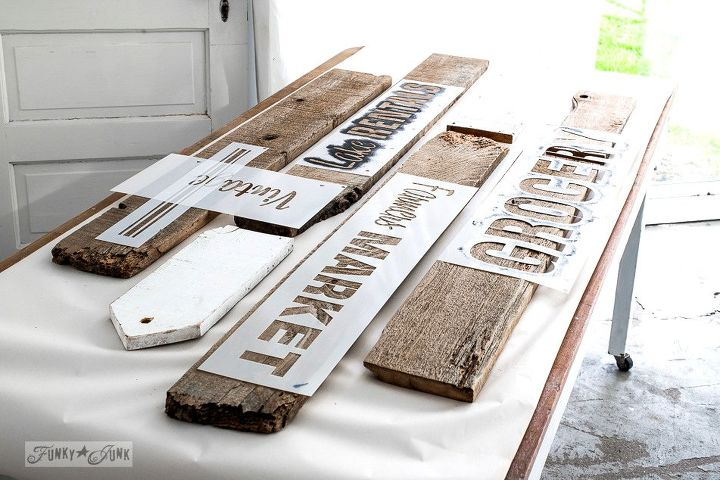 A Rustic Office On Wall Thanks To Few Old Signs Home