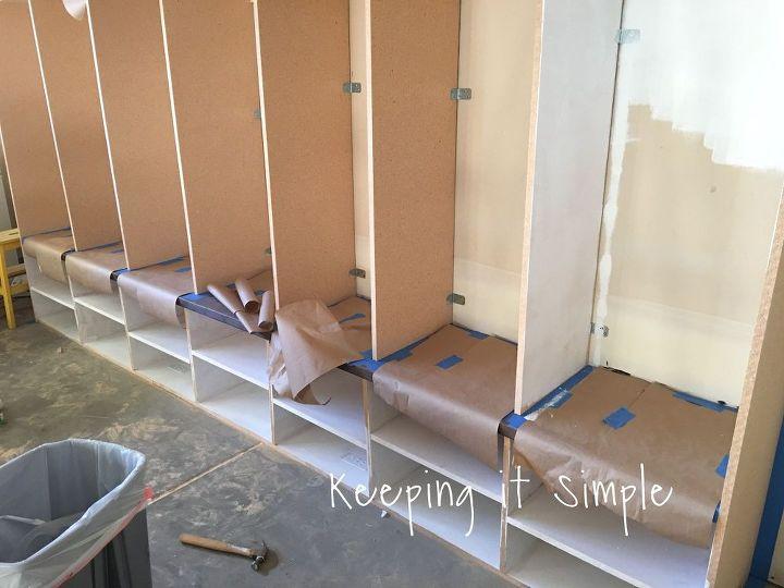 Diy garage mudroom lockers with lots of storage for Garage mudroom plans