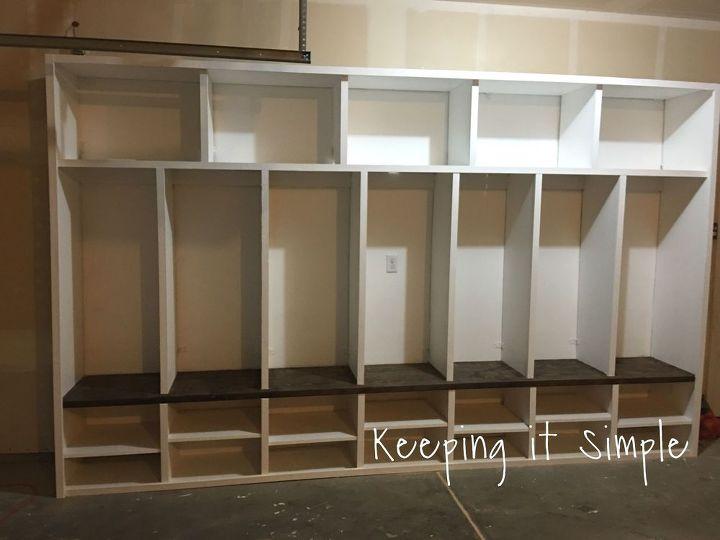 Diy garage mudroom lockers with lots of storage for Garage mudroom ideas