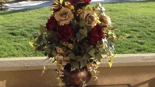 , This arrangement was for a silent auction that a girlfriend of mine does Again I had her choose the colors she liked and we found this vase at hobby lobby