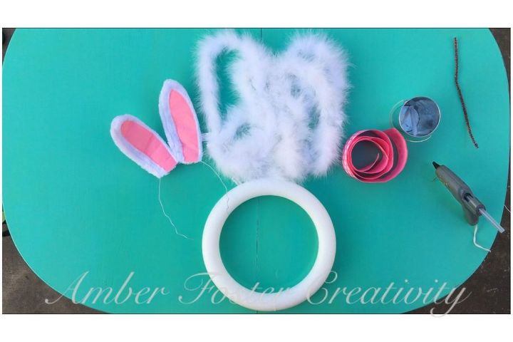 5 minute easter bunny wreath, crafts, easter decorations, seasonal holiday decor, wreaths