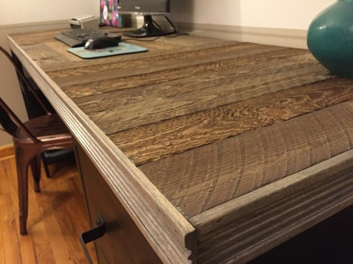 How To Build A Reclaimed Wood Pallet Desk Top Diy