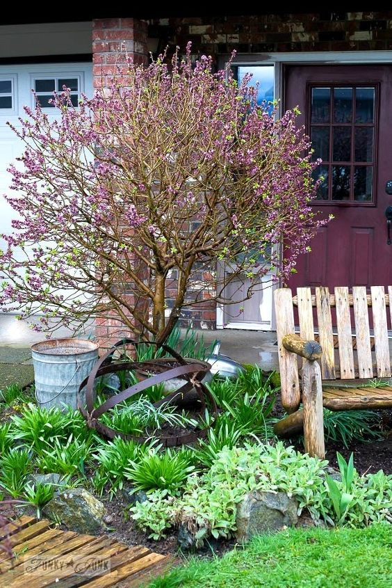 an unexpected upscale garden art orb thanks to a broken barrel, crafts, outdoor furniture, repurposing upcycling