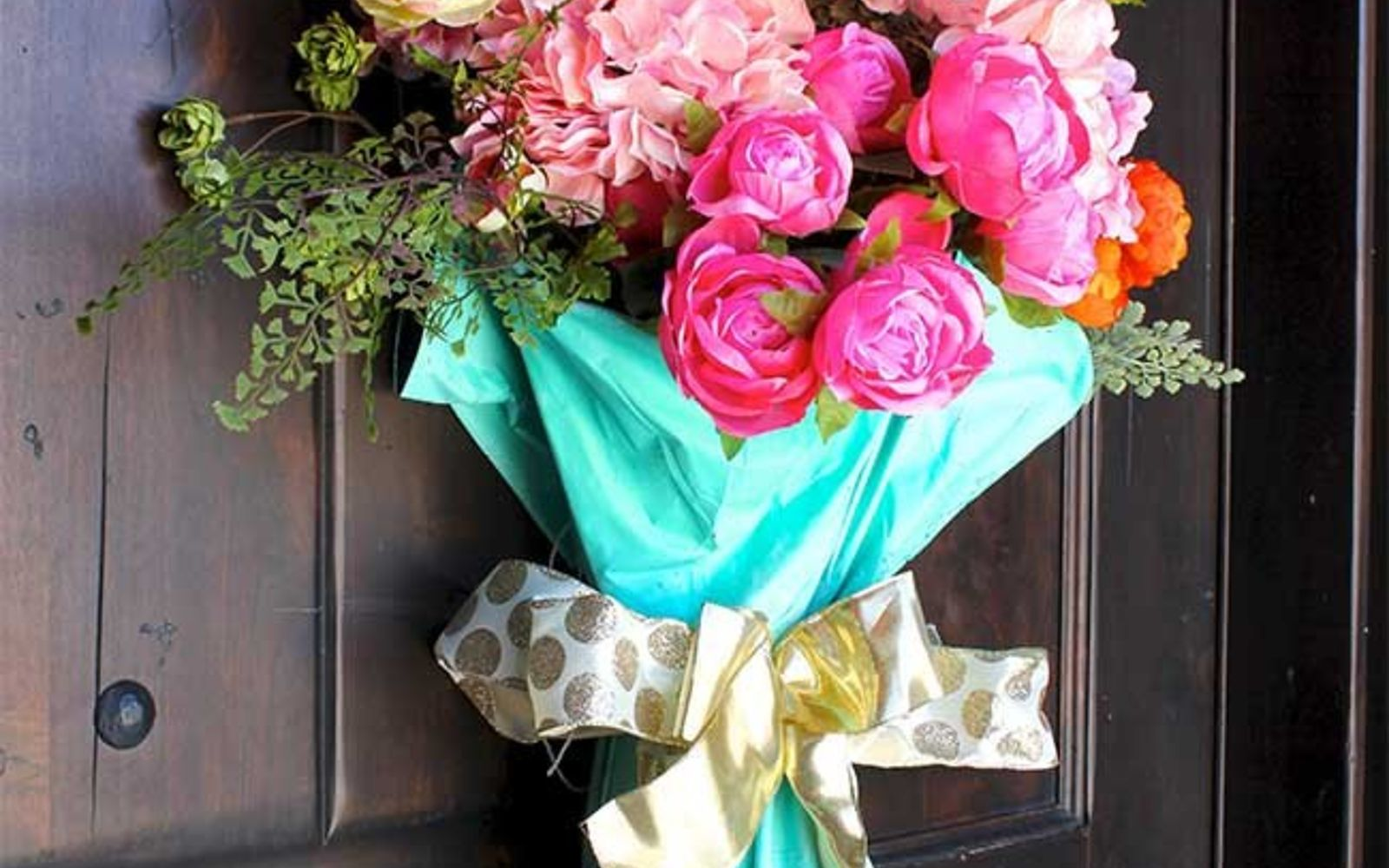 s 31 gorgeous spring wreaths that will make your neighbors smile, crafts, seasonal holiday decor, wreaths, Fill a broken umbrella with flowers